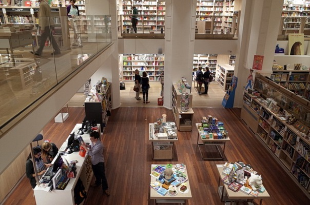 foyles-bookstore-london-04